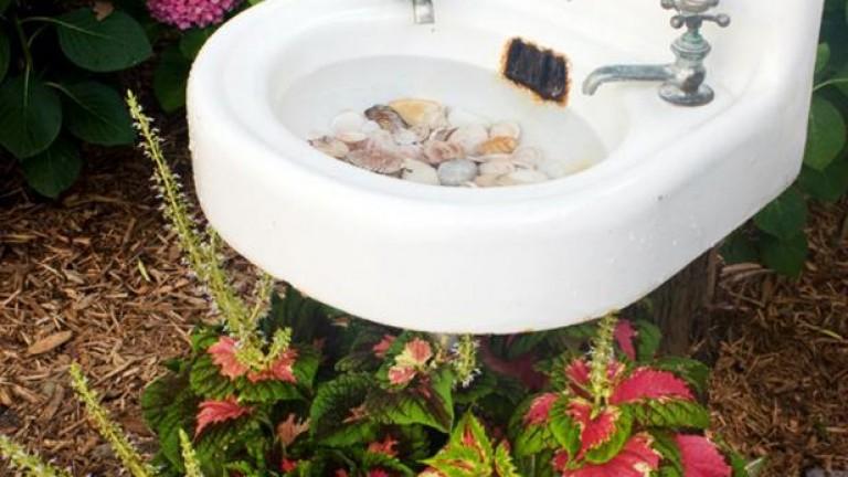 original_layla-palmer-birdbath-sink-beauty_s3x4-rend-hgtvcom-616-822
