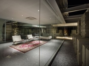 Glass-walled-living-room-665x498