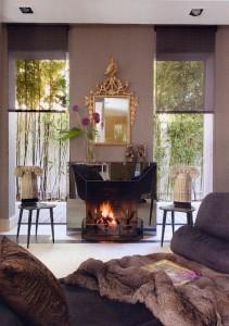 sal n con chimenea revestida espejos sillas fornasetti