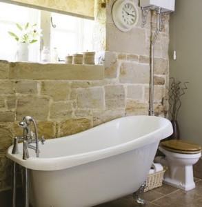 stone feature wall bath tub bathroom bagno pietra muro